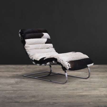 Bilbao Chaise shown in Black & White Moo leather